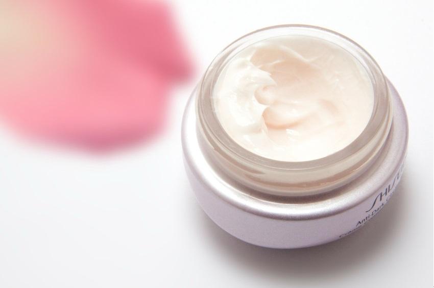 インナードライ肌に効果のあるエイジングケア化粧品のイメージ